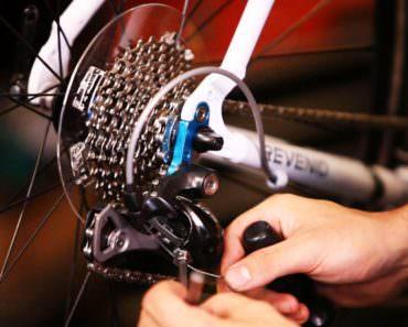 repairing-bike