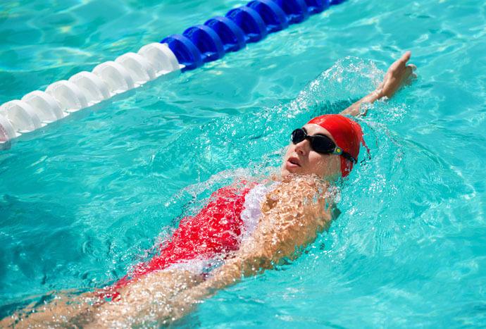 woman executing a backstroke