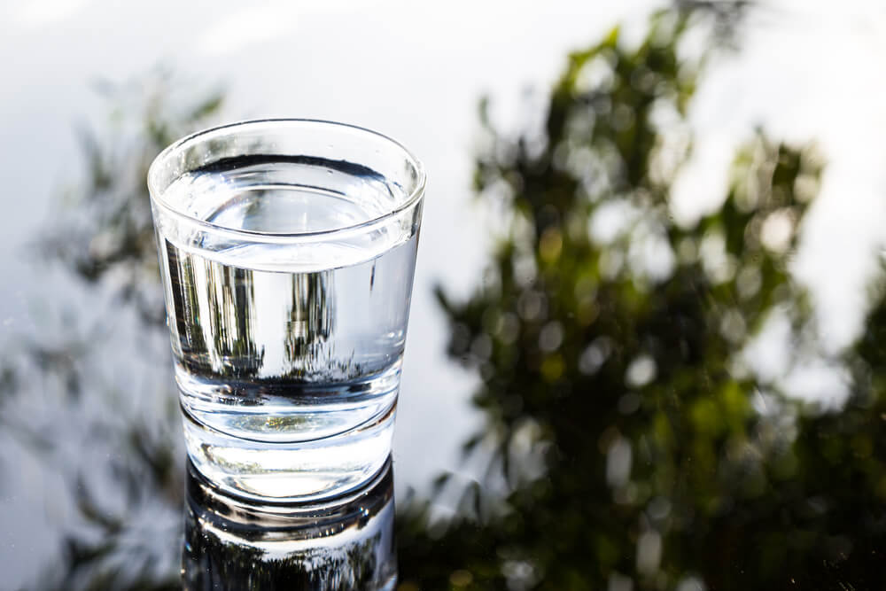 Refreshing purified water in transparent glass