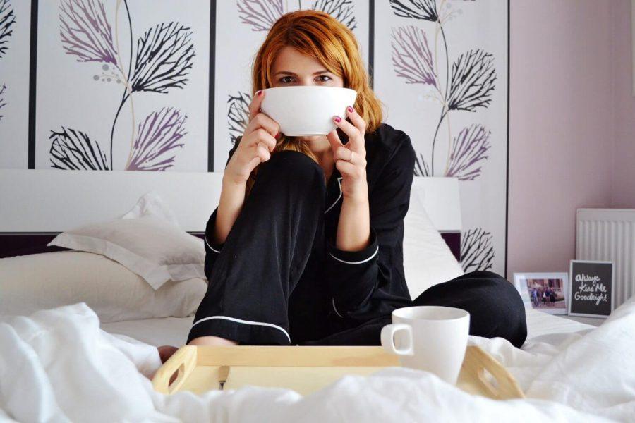 girl-in-bed-2004771_1920.jpg